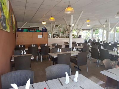 Vue intérieure de la salle de restaurant Aux saveurs de la Réserve