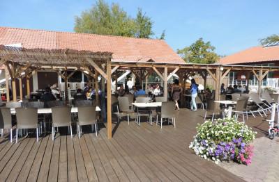 Terrasse du restaurant Aux saveurs de la Réserves à Gastes au sein du camping La Réserve